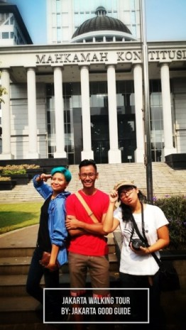 Just us in front of one of the most inportant landmarks in Jakarta. The Court of Constitution.