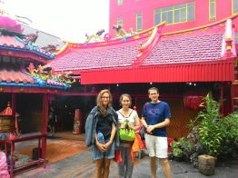 Dagmar & Lina (Germany), Mark (USA) in front of one of the oldest Chinese temples in Jakarta's chinatown.
