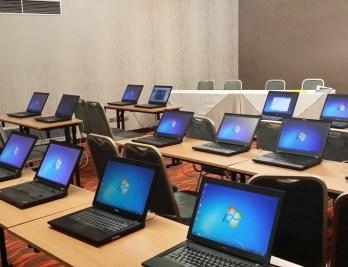 Sewa laptop untuk rapat di kantor perusahaan swasta di ci karang