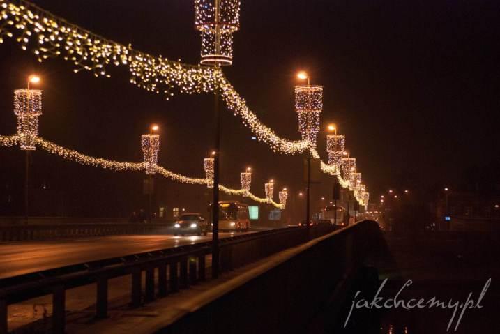 świąteczny most dębnicki nocą