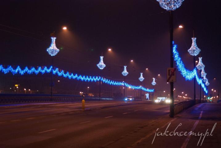 nocny świąteczny most grunwaldzki w krakowie
