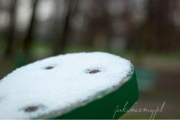 siedzisko huśtawki i pierwszy śnieg krk
