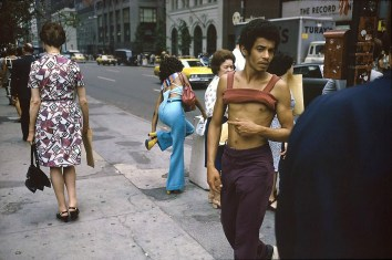 joel-meyerowitz-new-york-city-42nd-and-fifth-ave-1974-web