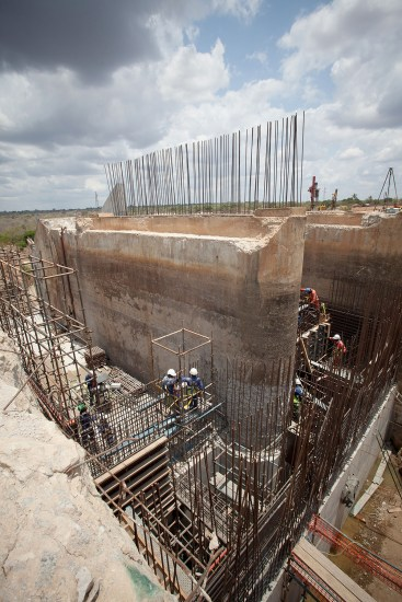 Construction of the Nacala dam, Mozambique.