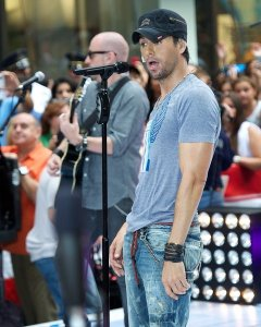 "Enrique Iglesias heats up ""AGT"" as the semi-finalists are revealed!"