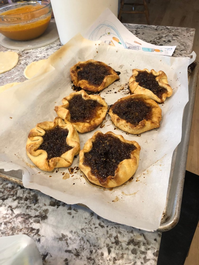 I made pies. https://t.co/9JRHF7Ydek