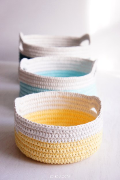 Crochet baskets with handles - a DIY crochet project for anyone