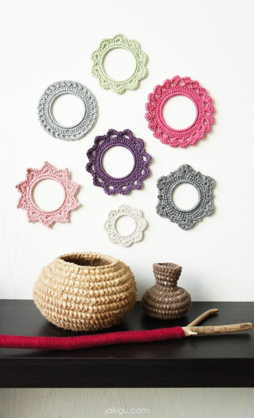 A set of crochet photo frames and chubby crochet vessels | jakigu.com