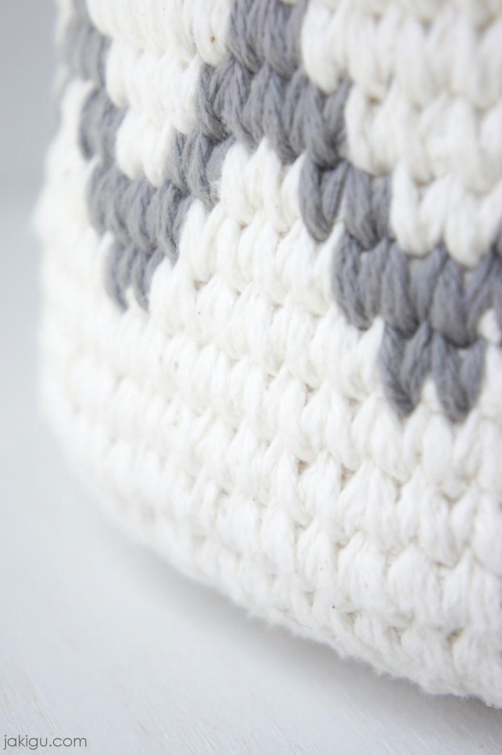 Waistcoat Stitch, crochet basket design by jakigu.com