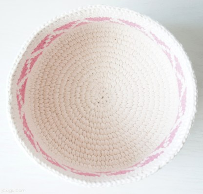 Coiled Crochet Basket with Chevron Detail | jakigu.com
