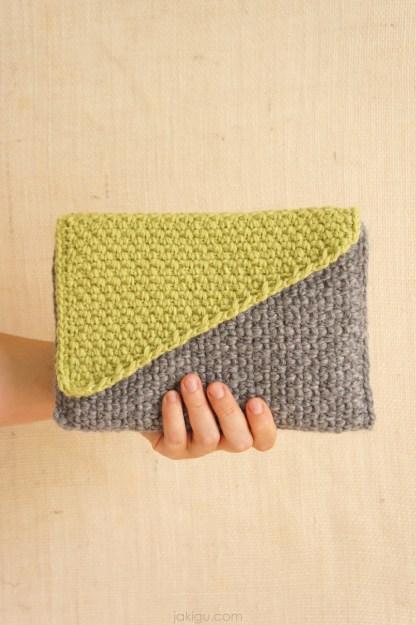 Crochet Clutch - easy crochet pattern by jakigu.com