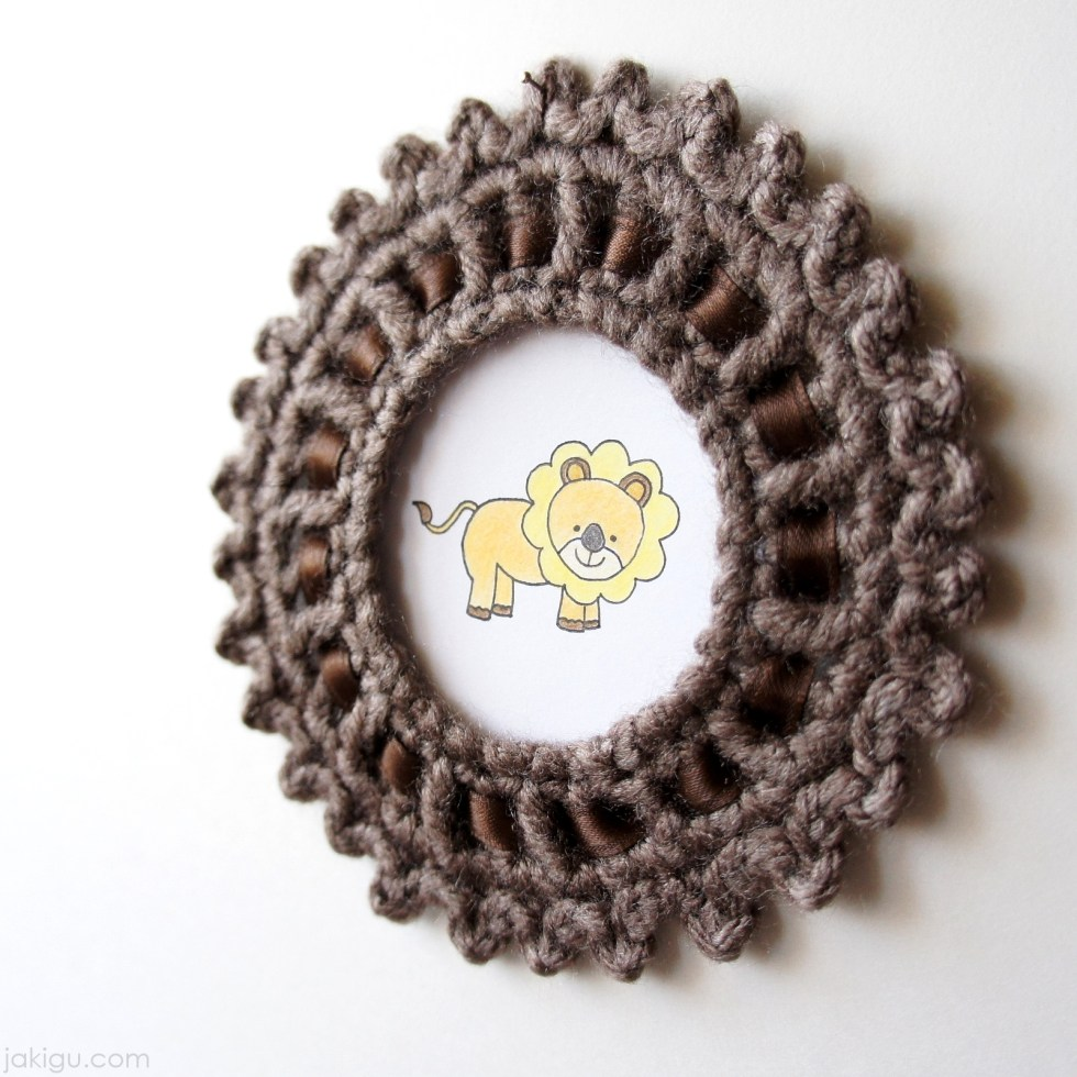 Crochet picture frame by jakigu.com