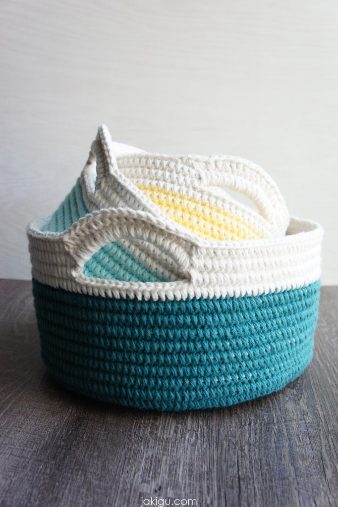Crochet Baskets with Handles, jakigu.com crochet pattern