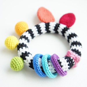 High Contrast Baby Toy   jakigu.com crochet pattern