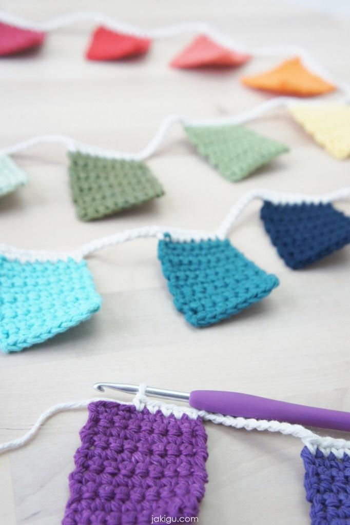 crochet square bunting | jakigu.com