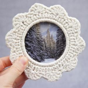 jakigu.com | white crochet picture frame