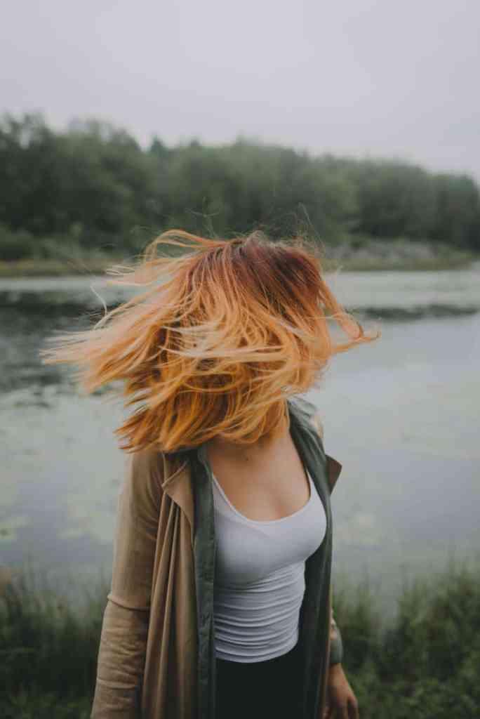 Jak chronić włosy basen