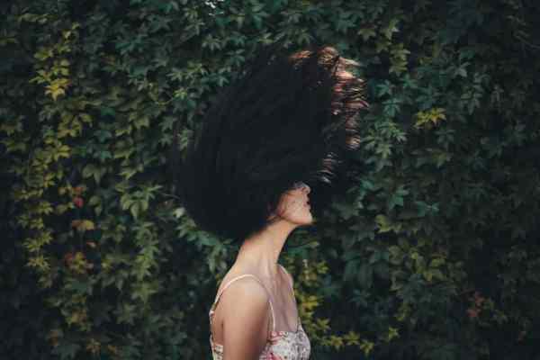 myć włosy, Jak  myć włosy bez szamponu? Metoda no poo, Jak naturalnie