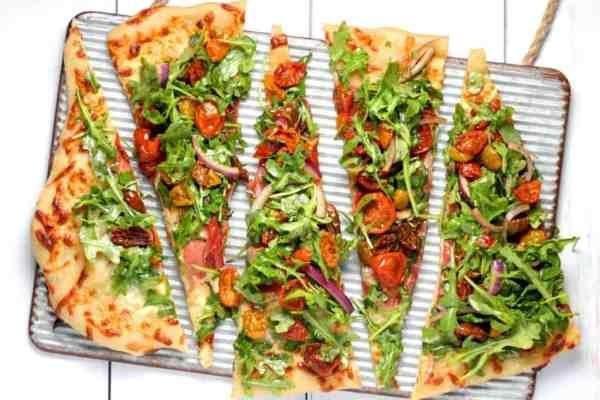 Pizza keto bez mąki, na spodzie serowym