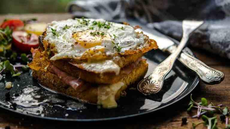 Chleb z tostera ketogeniczny, szybki i łatwy (LCHF, wege)