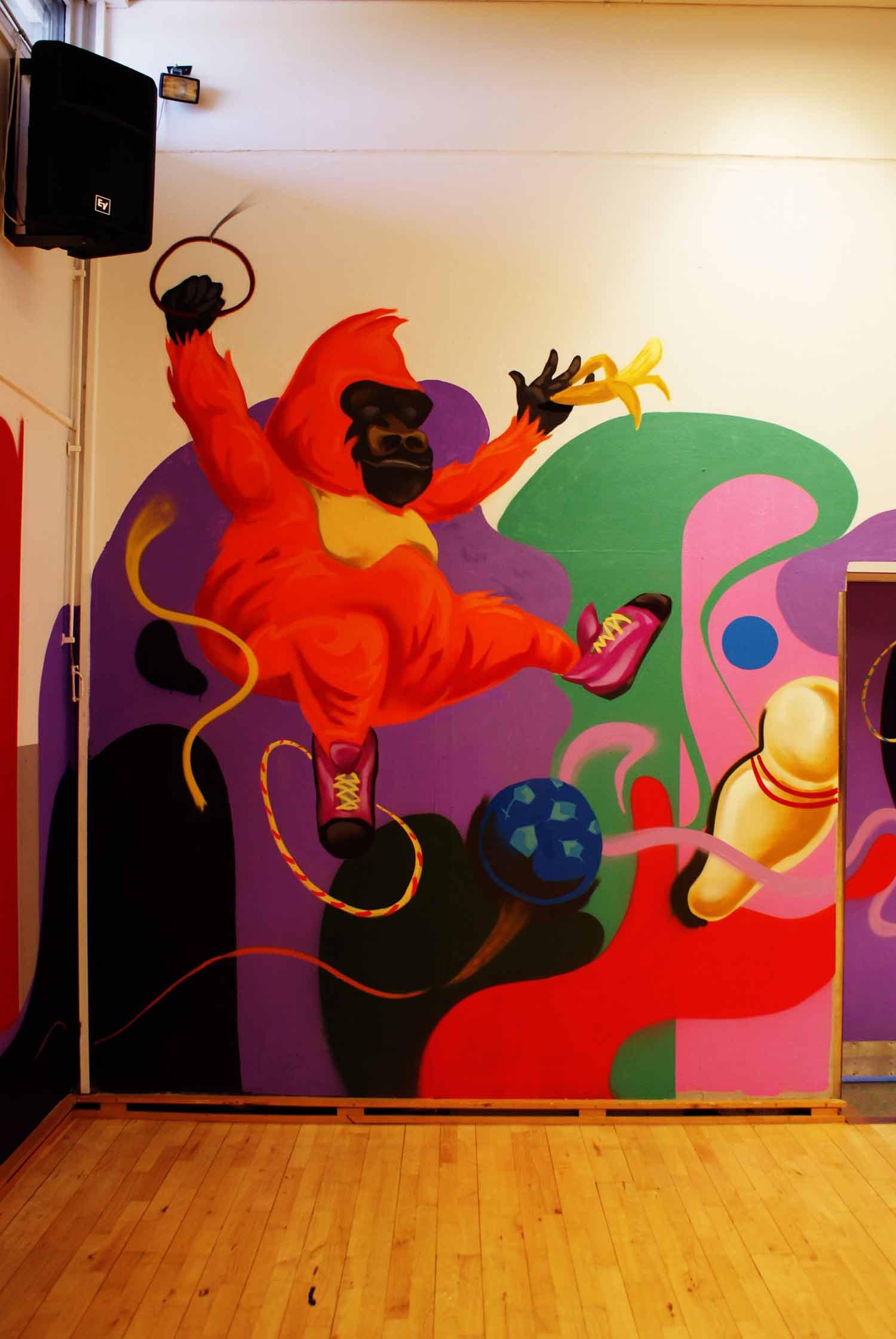 Graffiti kunstner maler abe på skole