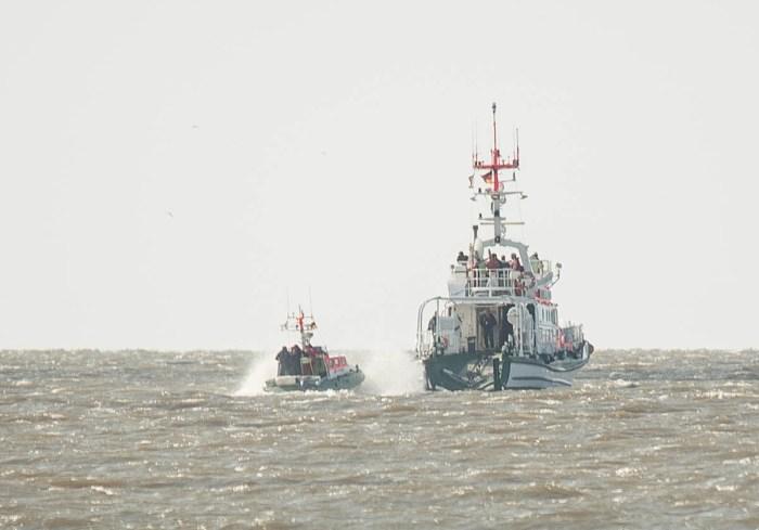 SK Hannes Glogner beim aufnehmen des Tochterboots