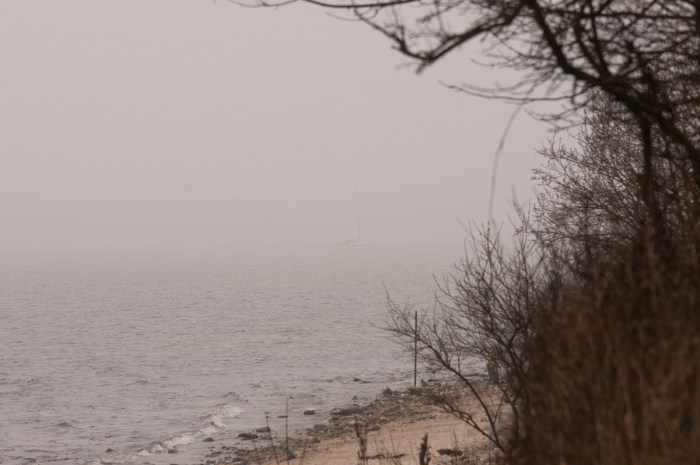 Für den Landbewohner gespenstisches Legendenmotiv, für den Segler handfeste Gefahr. Nebel.