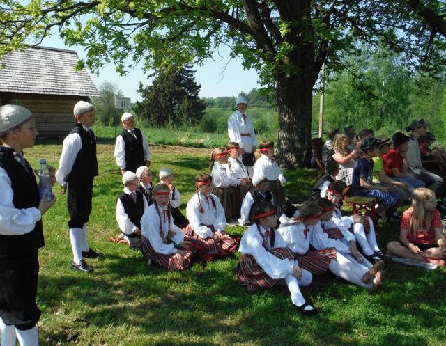 Folklooripidu Lähme kuninga sünnipäevapeole