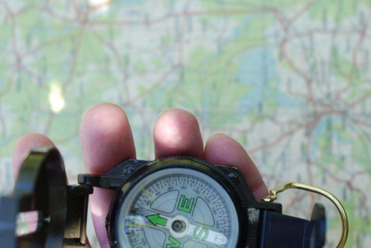 Orientacja mapy za pomocą kompasu