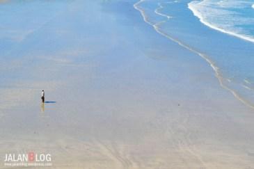 Pantai yang landai dan lebar