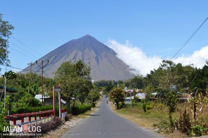 Gunung Inerie, Gunung di dekat Bajawa