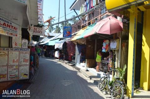 Jalan Utama di Ban Ton Sai