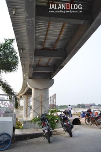 Jembatan Gantung dilihat dari Tanggo Rajo