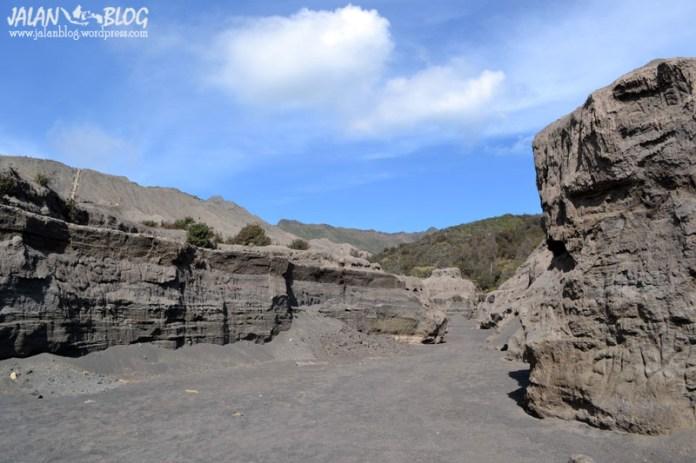 Sungai Kering di kaldera Bromo