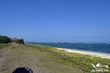 jaln di pinggir pantai