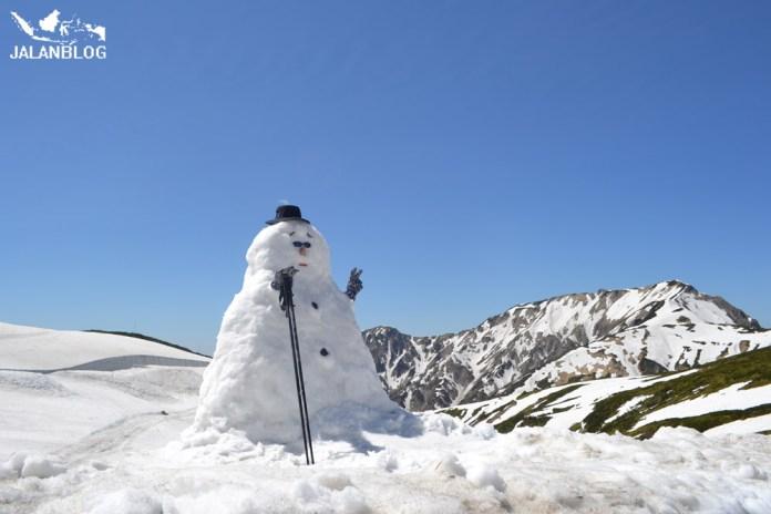 Ayo bermain boneka salju..