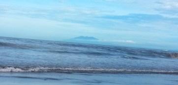 anak krakatau di pagi hari