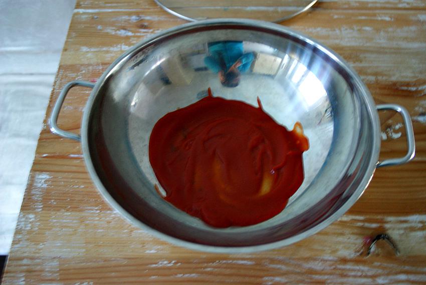 Wokpfanne mit Ketchup