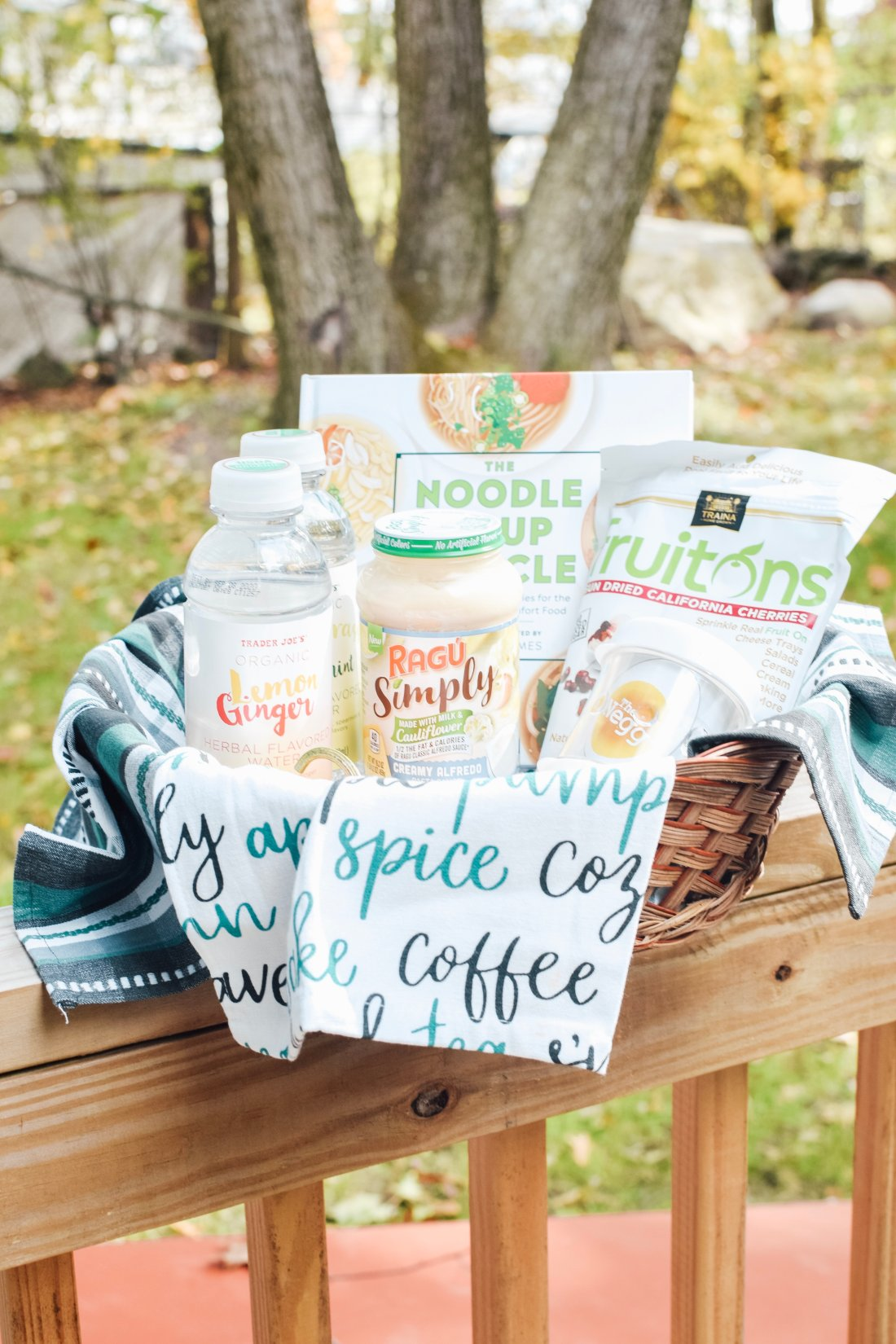 Staying healthy during Fall can be hard with all the comfort foods. That is why these 5 Fall healthy-inspired food products are a great way to stay on track with your health and wellness goals. | Fall Foods | Fall Routine | Fall Recipes | Fall Snacks | Healthy Snacks | #AD #FallFoodsBBoxx #fallrecipe #fallroutine #pcos #FallSnacks