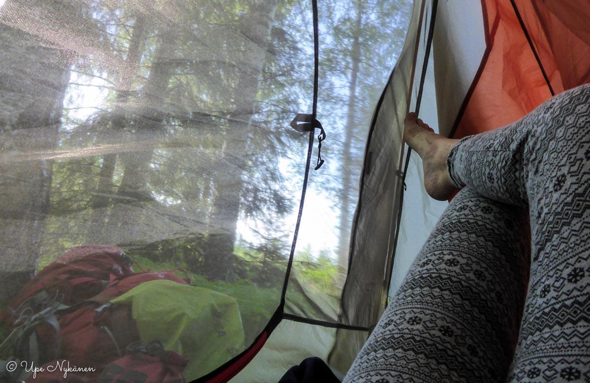 Aamu teltassa.