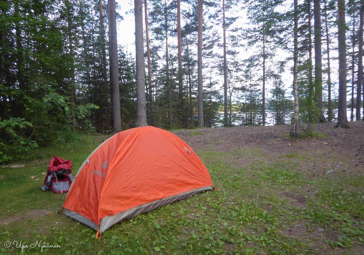 Oma telttani Taruksen telttailualueella.