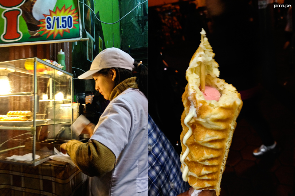 Comiendo Yoguis, el 'waffle dog' peruano en el Centro de Lima