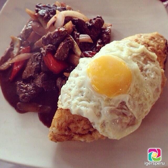 Tacutacu de Lomo con su infaltable huevito frito en #Lahoradelalmuerzo de los #igersperu gracias a @fcagar . - See more at: http://jama.pe/comida-peruana/los-mejores-almuerzos-de-febrero-en-igersperu/#sthash.fbLY5Kc6.dpuf