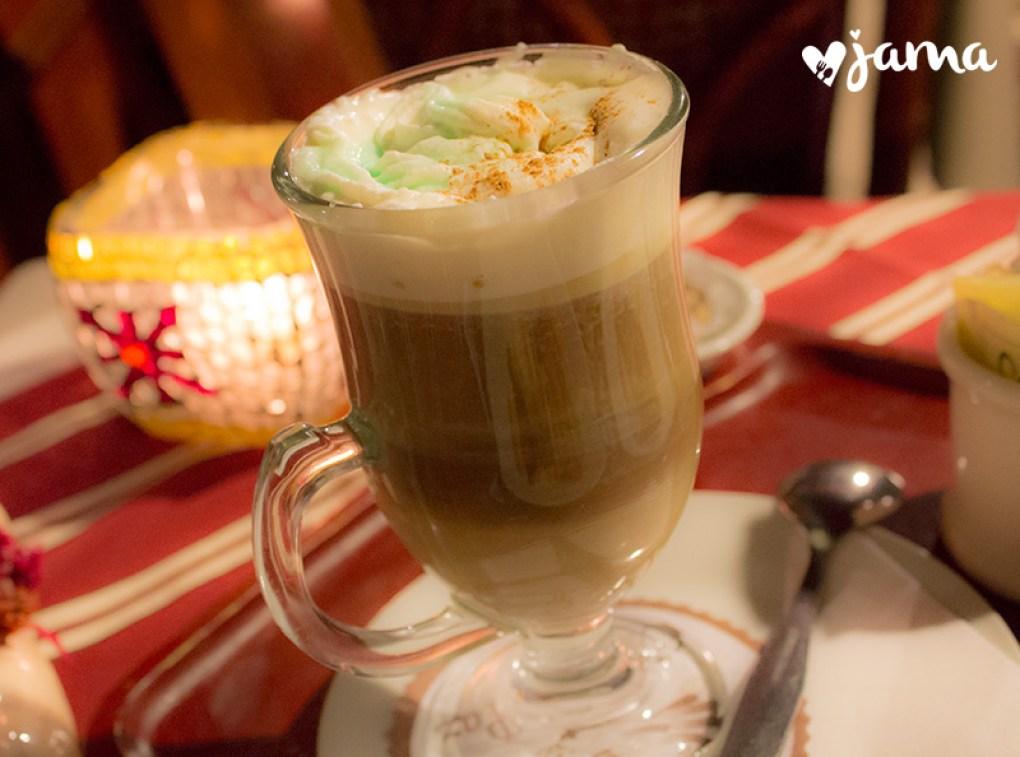cafe-de-la-paz-miraflores-cafe-bailys
