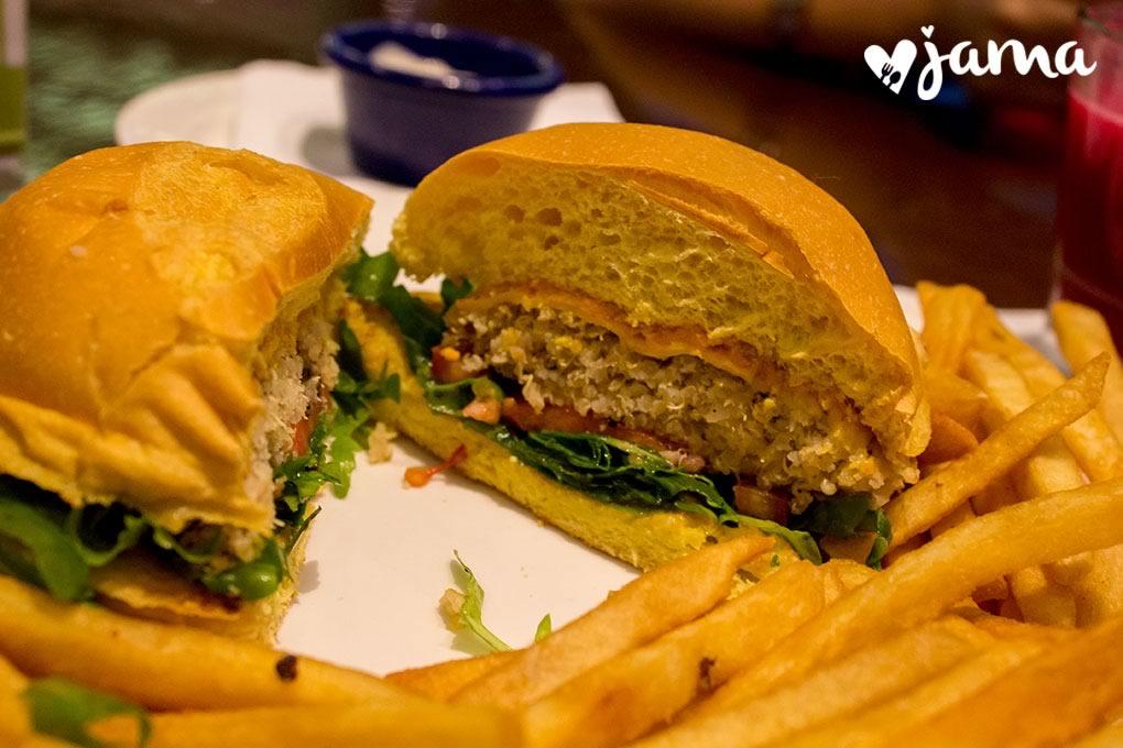 hard-rock-cafe-lima-menu-vegetariano-hamburguesa-quinua