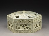 Hexagonal box with cherry blossoms (oblique)