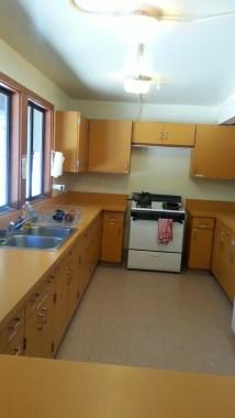 Kitchen facility in Trailfinders Lodge