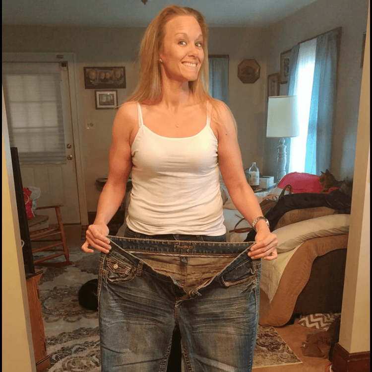A woman lost her weight proving her pants