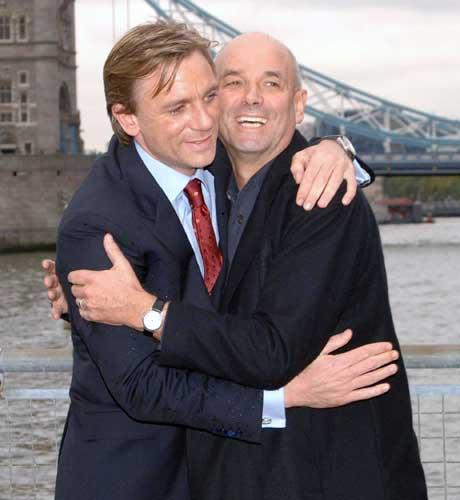 Avec le réalisateur Martin Campbell qui dirigera l'acteur dans Casino Royale