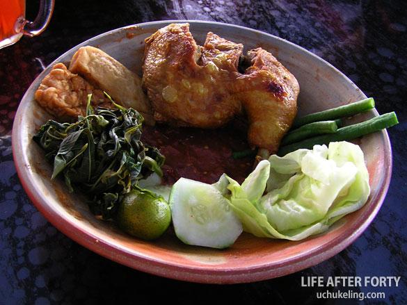 Nasi Lalapan Ayam Goreng